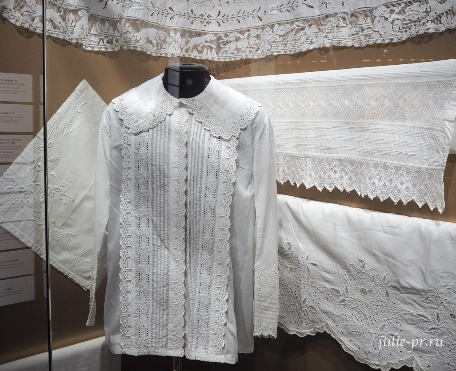 Блуза (Москва, начало XX века): х/б полотно, вышивка английской гладью