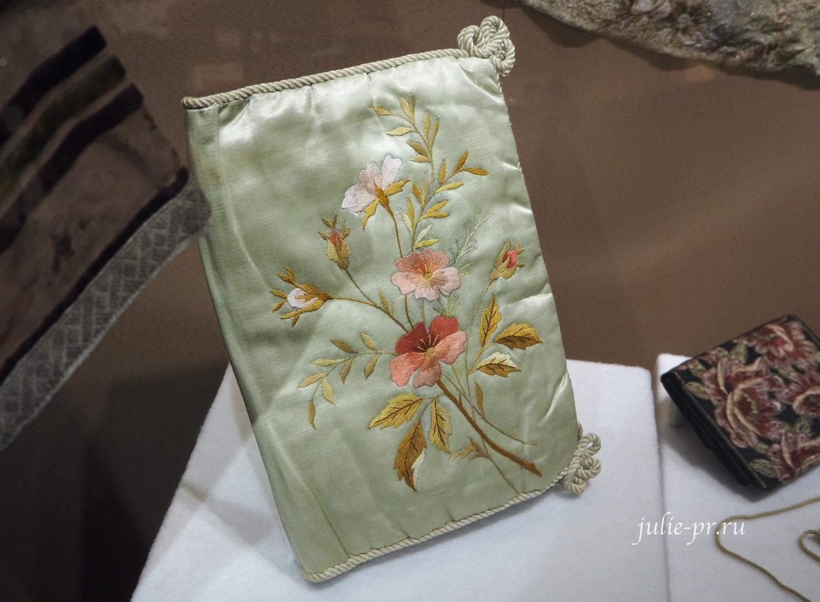 Обложка для книги (Россия, начало XX века): шёлковые нити, вышивка гладью