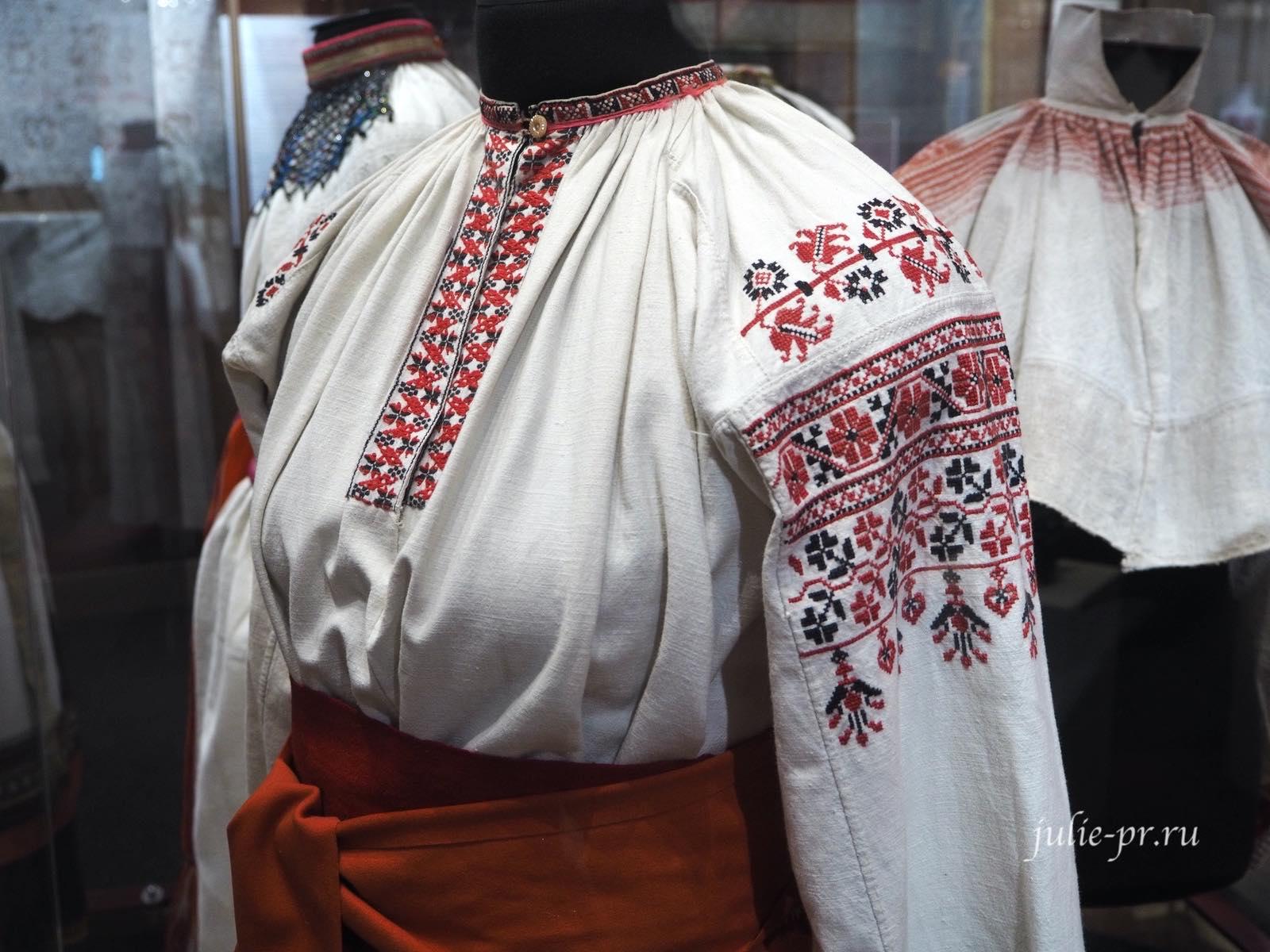 Женский народный костюм, вышивка крестом