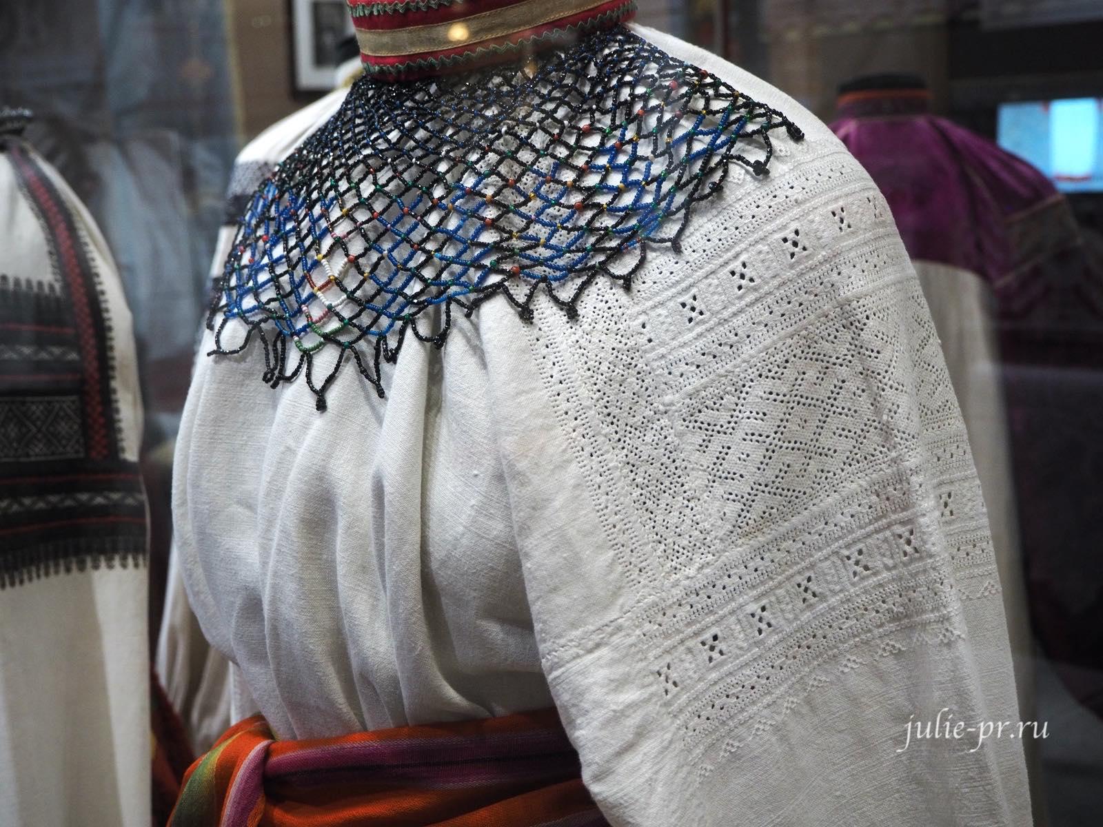 Женский народный костюм, вышивка, бисероплетение