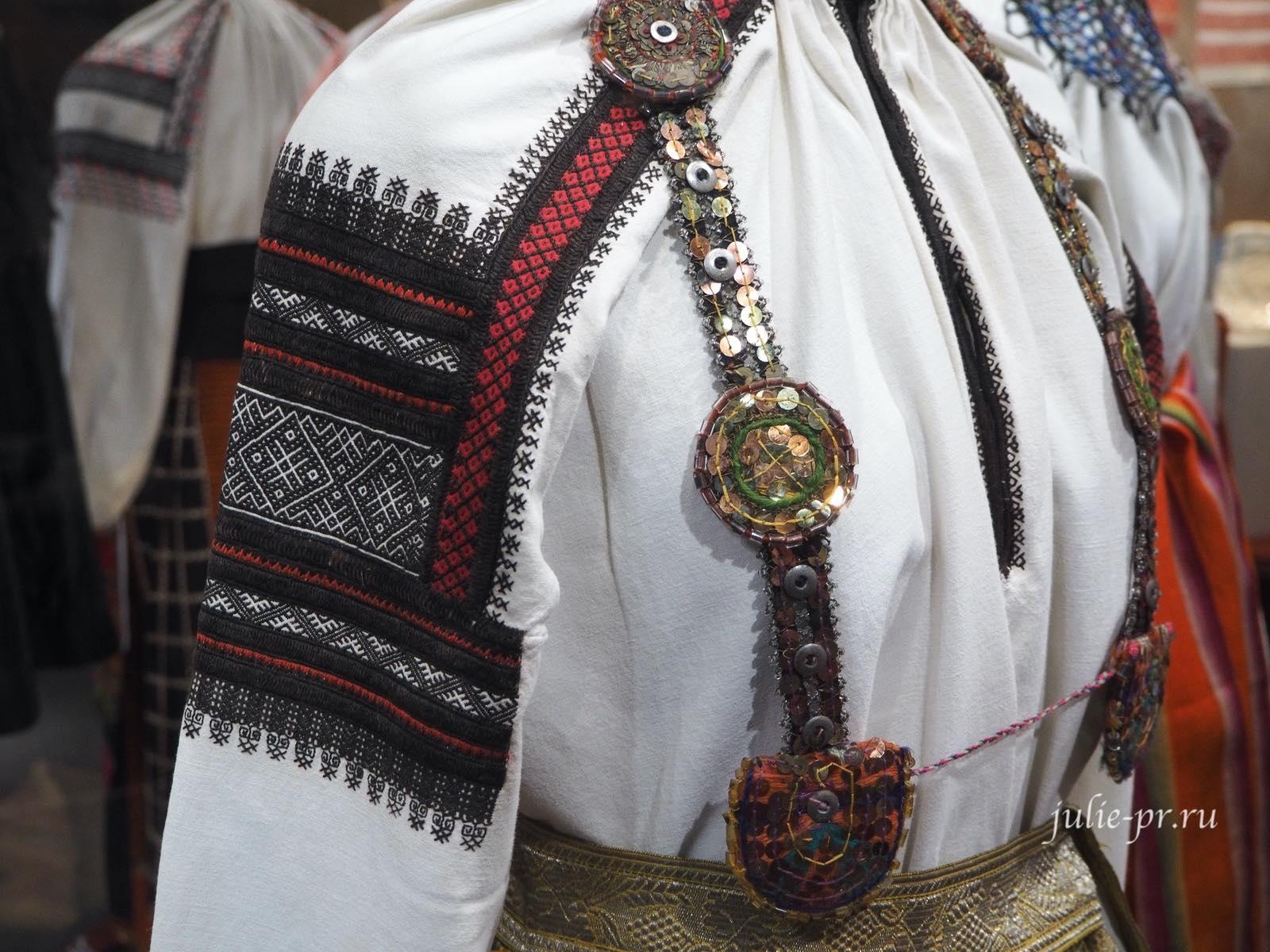 Женский народный костюм, вышивка