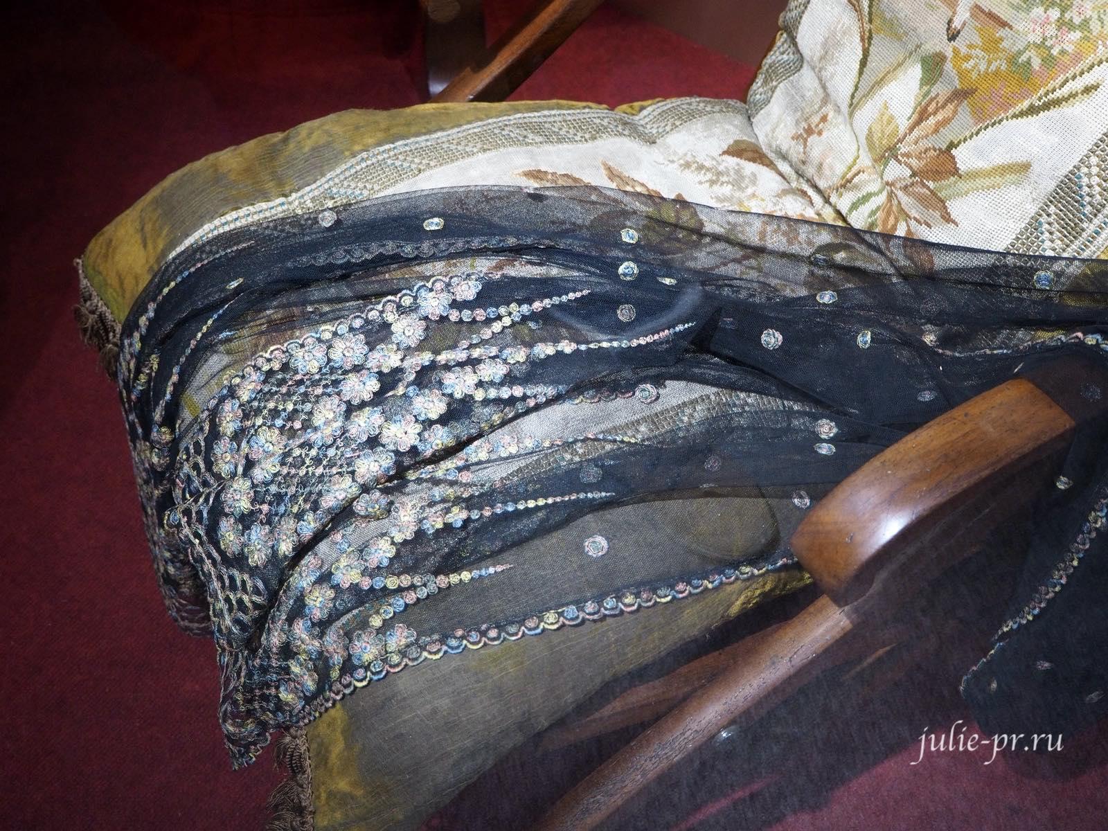 Шарф (Россия, вторая половина XIX века): вышивка тамбурным швом шёлковыми нитками по тюлю