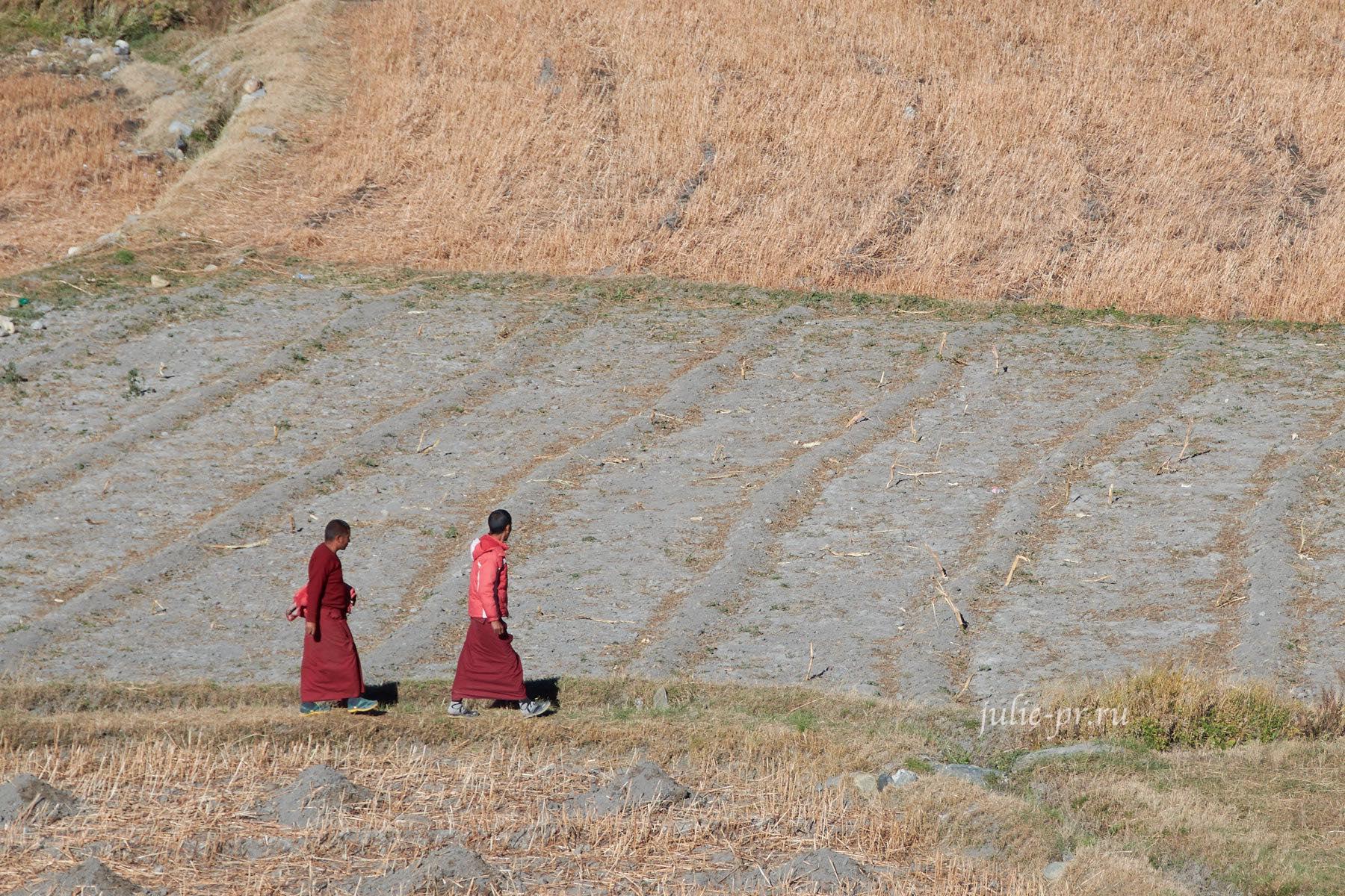 Непал, Кагбени, Монахи