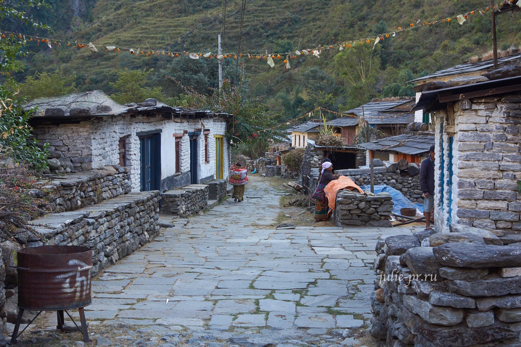 Непал, Трек вокруг Аннапурны, Дана