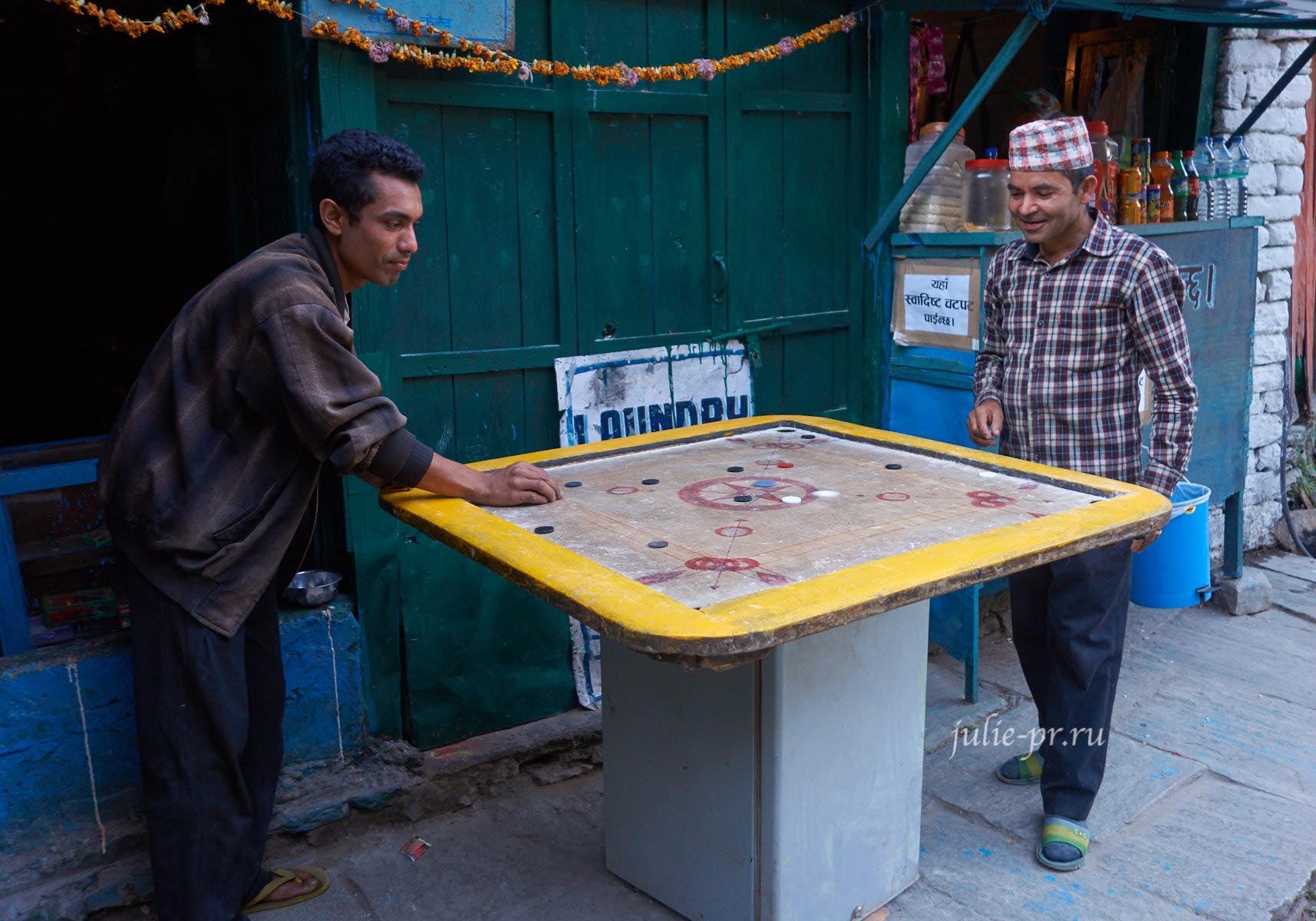 Непал, Татопани, Игра карром, Непальцы