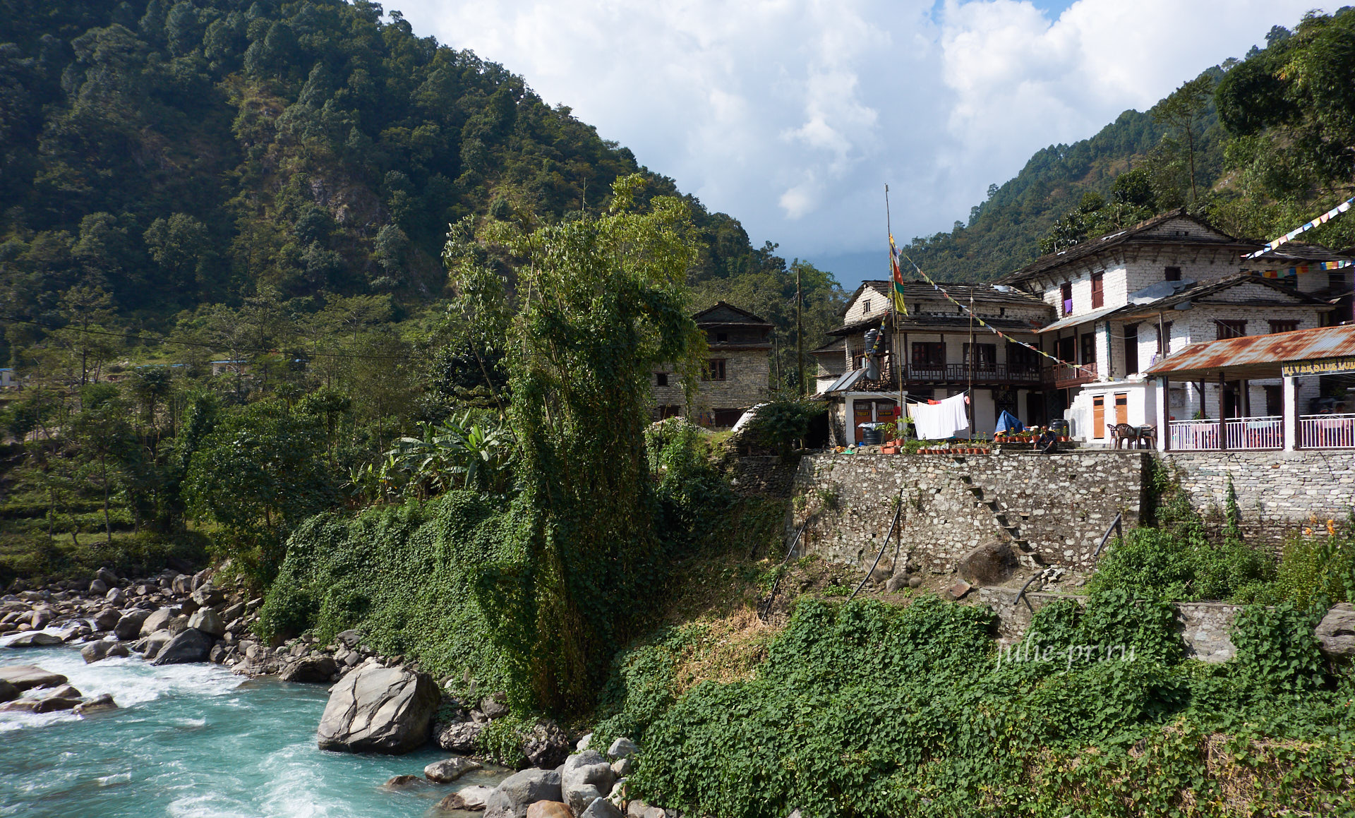 Непал, Пун-Хилл трек, Деревня Биретанти