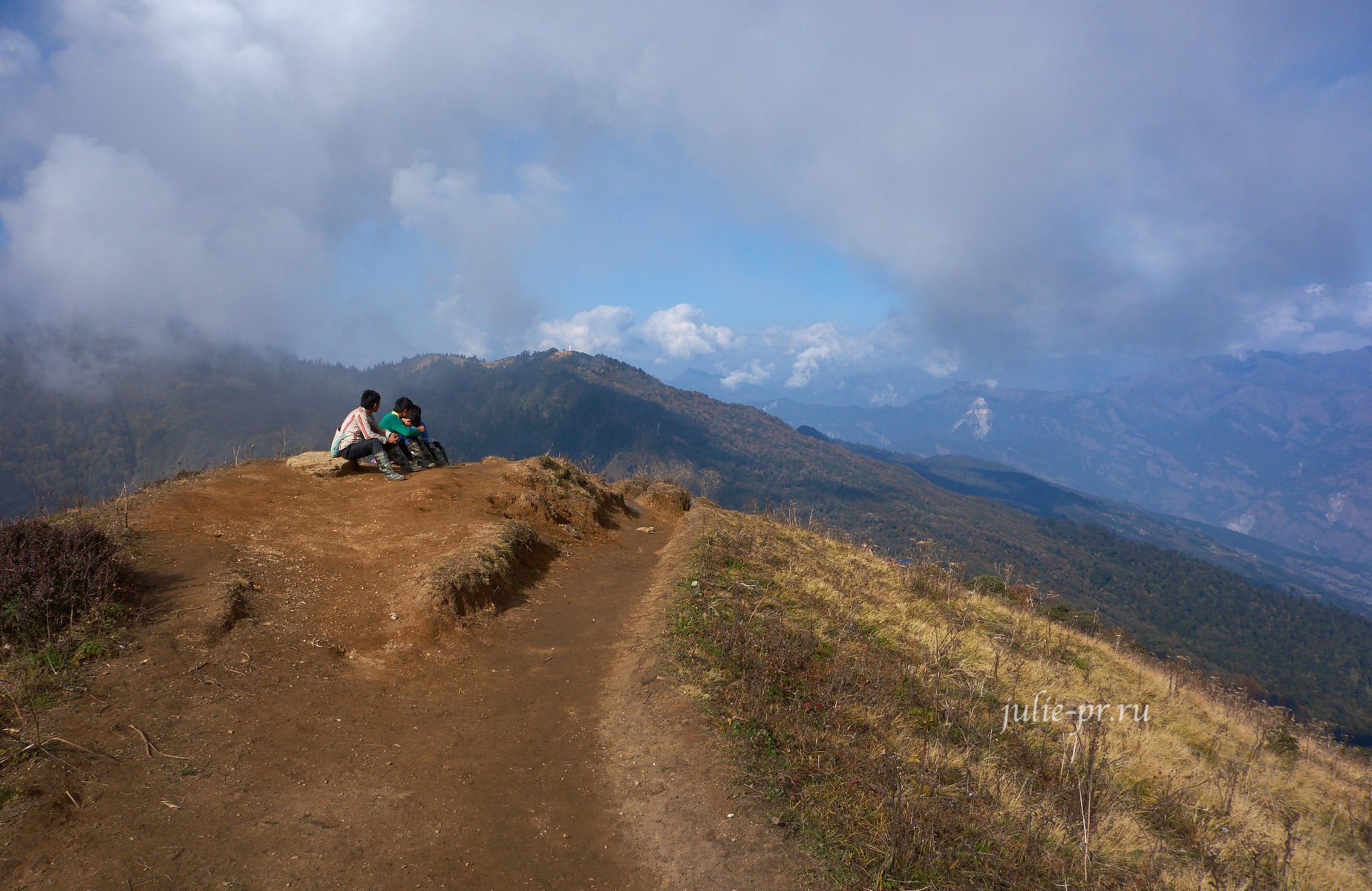 Непал, Пун-Хилл трек, Перевал Деурали