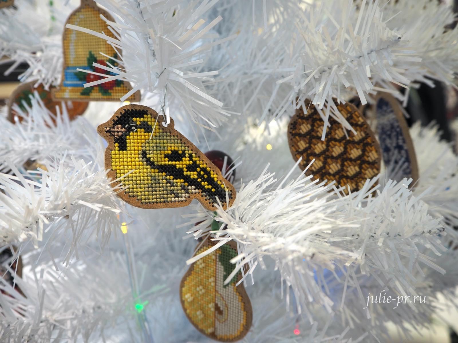 Дивная вишня, вышивка крестом по дереву