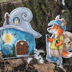 Домик-гномик и Турист: вышивка крестом на пластиковой канве