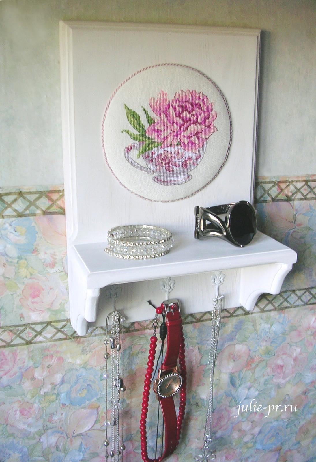 полочка для бижутерии, для украшений, пион в чашке, вышивка крестом, Veronique Enginger