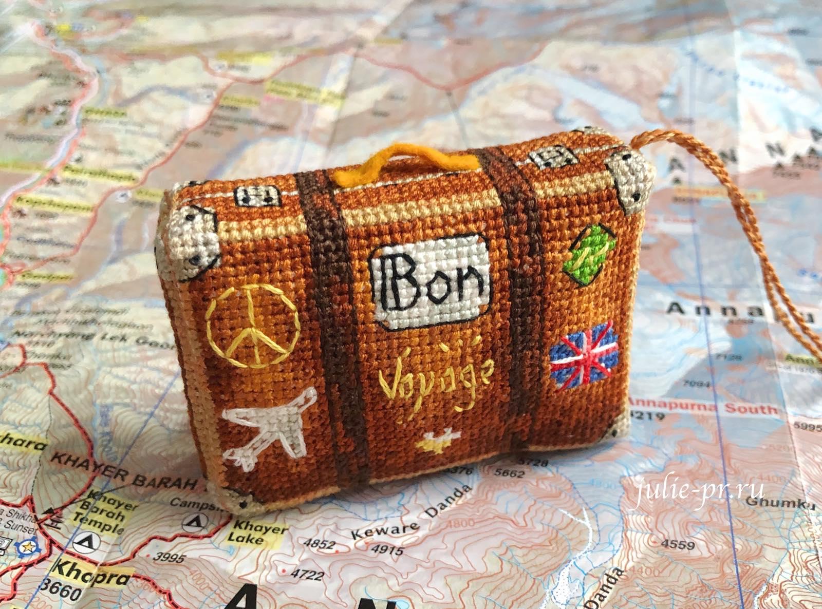 Чемодан путешественника, вышивка крестом, вышитая елочная игрушка, Ольга Петренко