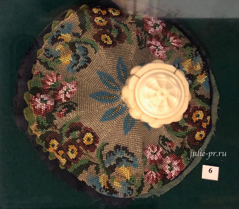 выставка Как роза ты нежна, вышивка бисером, вышивка гладью, музей усадьба Г. Р. Державина
