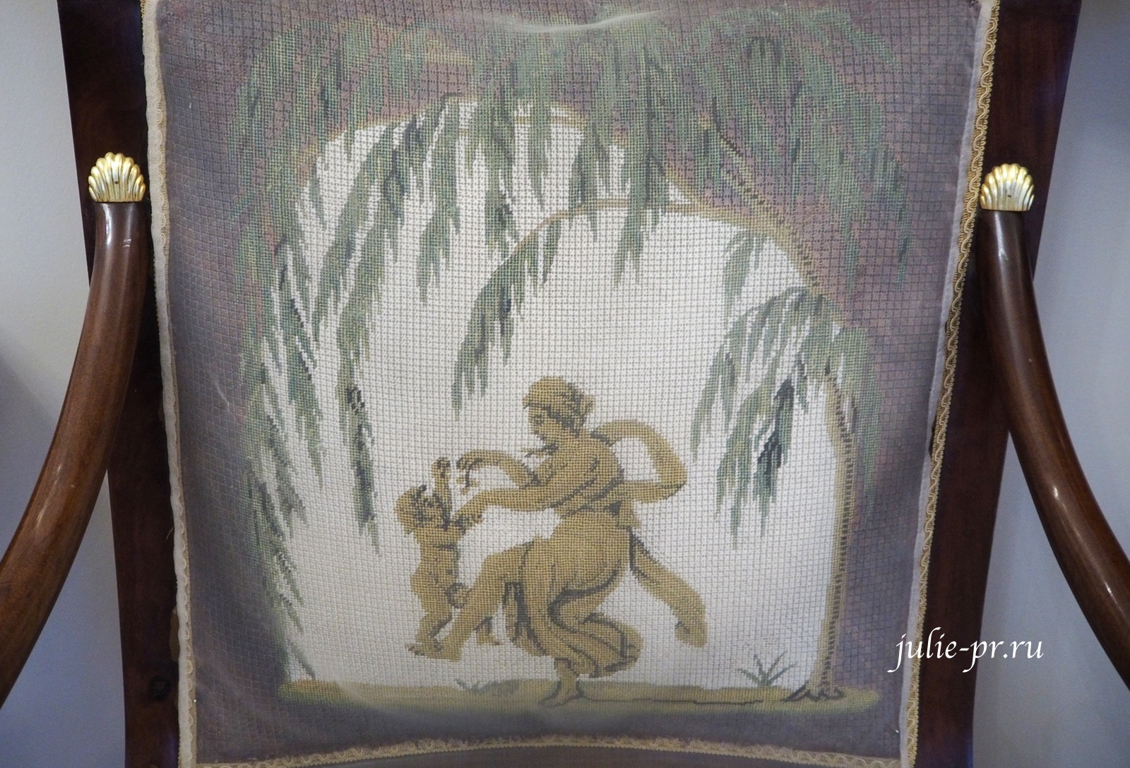 музей усадьба Г. Р. Державина, вышивка крестом, кресло с вышивкой
