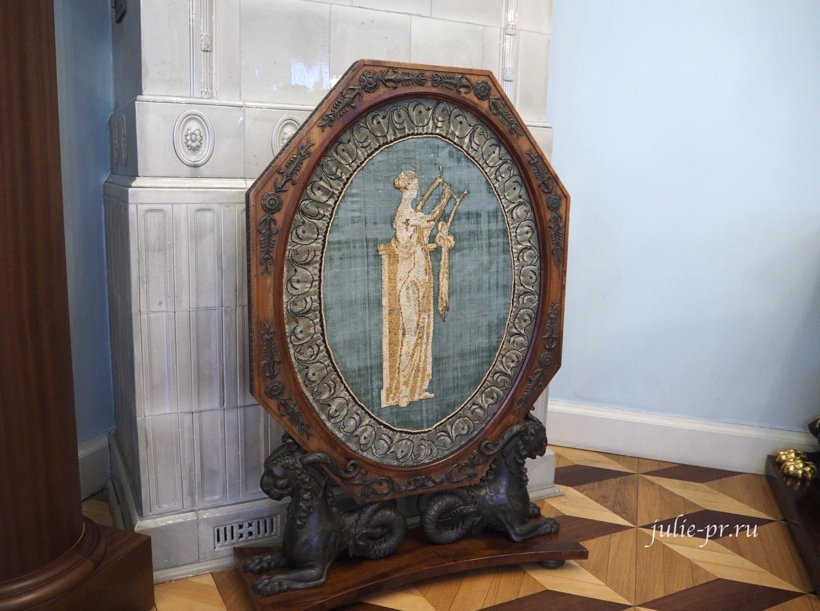 выставка Как роза ты нежна, вышивка крестом, экран для камина, музей усадьба Г. Р. Державина, каминный экран с изображением музы любовной поэзии Эрато
