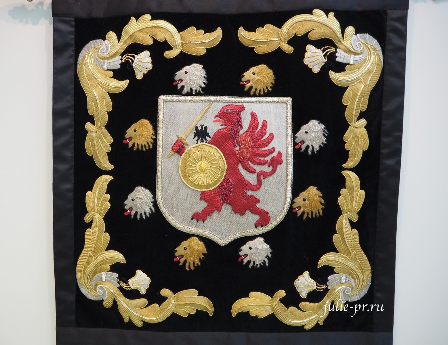 Всероссийская выставка вышивки, вышивка, Фамильный герб дома Романовых, золотное шитье