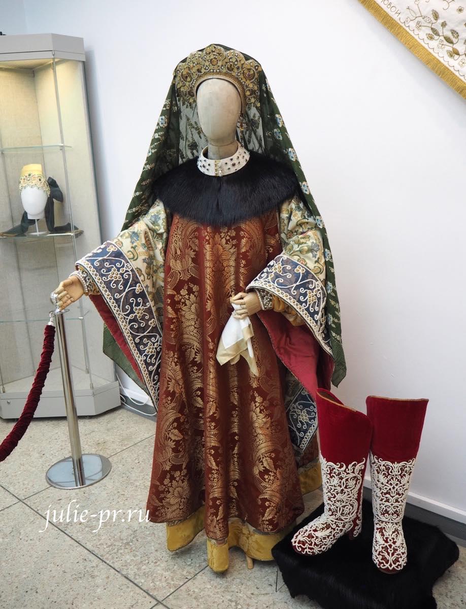Всероссийская выставка вышивки, вышивка, Девичий праздничный костюм. Москва, 2-я половина XVII века