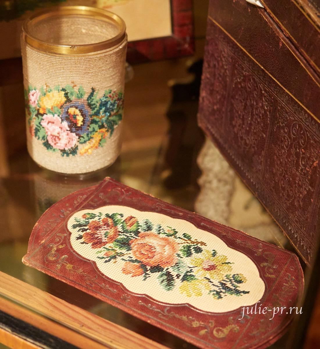 Подстаканник из бисера, футляр для писем, вышивка по перфорированной бумаге, выставка Старинные вышивки