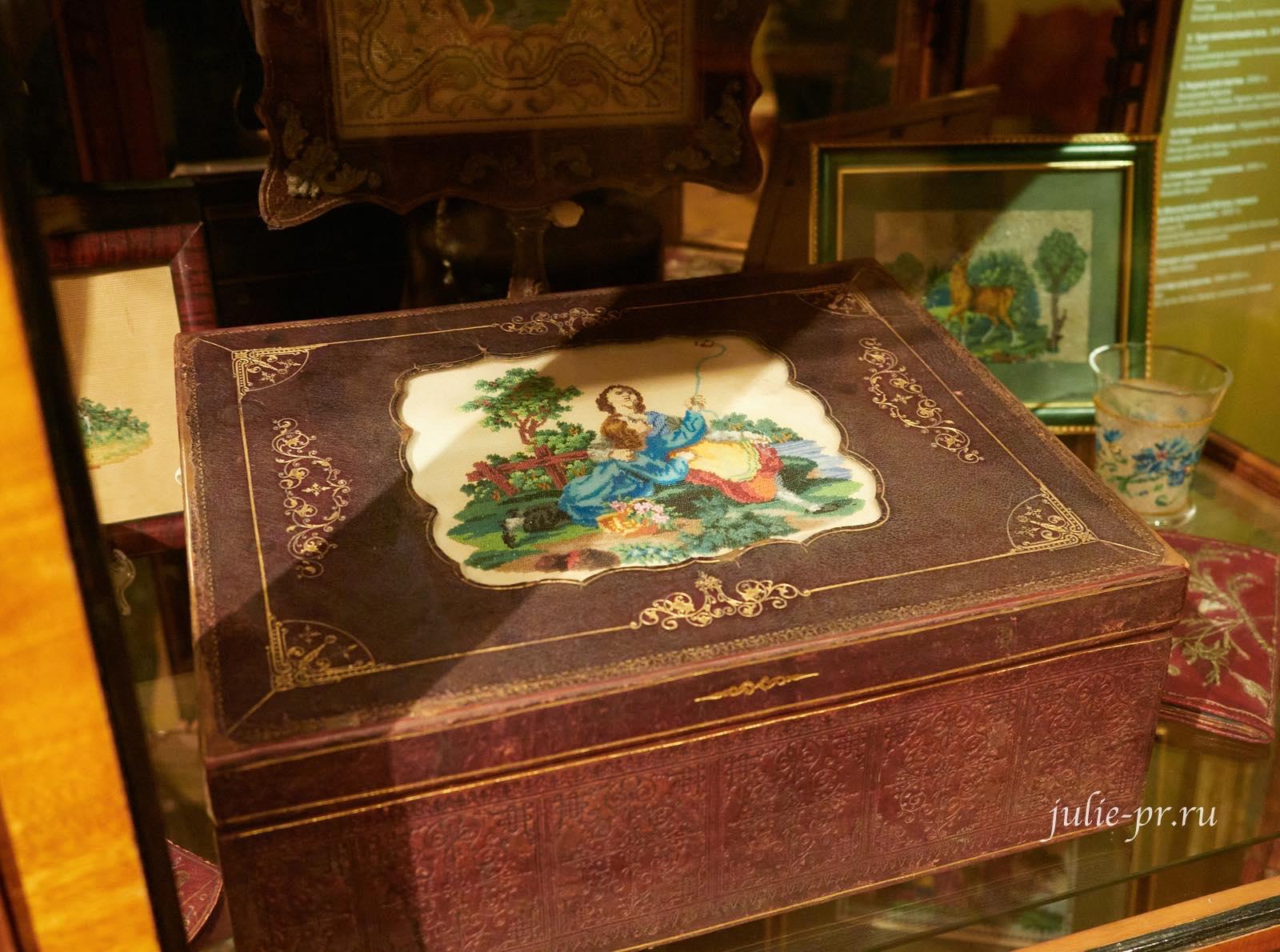 Дети и мотылёк, шкатулка для бумаг, вышивка богемским бисером по бумажной канве, выставка Старинные вышивки