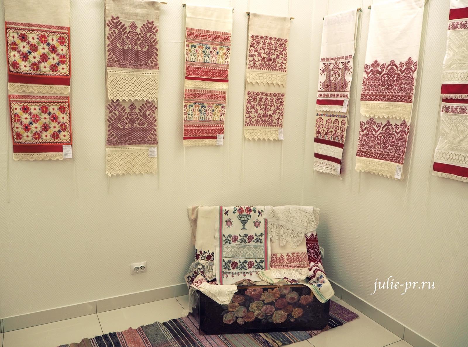 вышитые полотенца, вышивка крестом, роспись, старинные вышивки, выставка, Иголочка тонка, да достаёт до сердца, Санкт-Петербург,