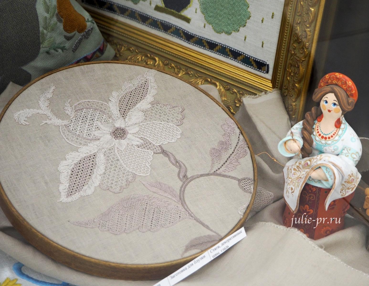 Процесс вышивки, стяги, декоративные швы, вышивка гладью, выставка, Иголочка тонка, да достаёт до сердца, Санкт-Петербург,
