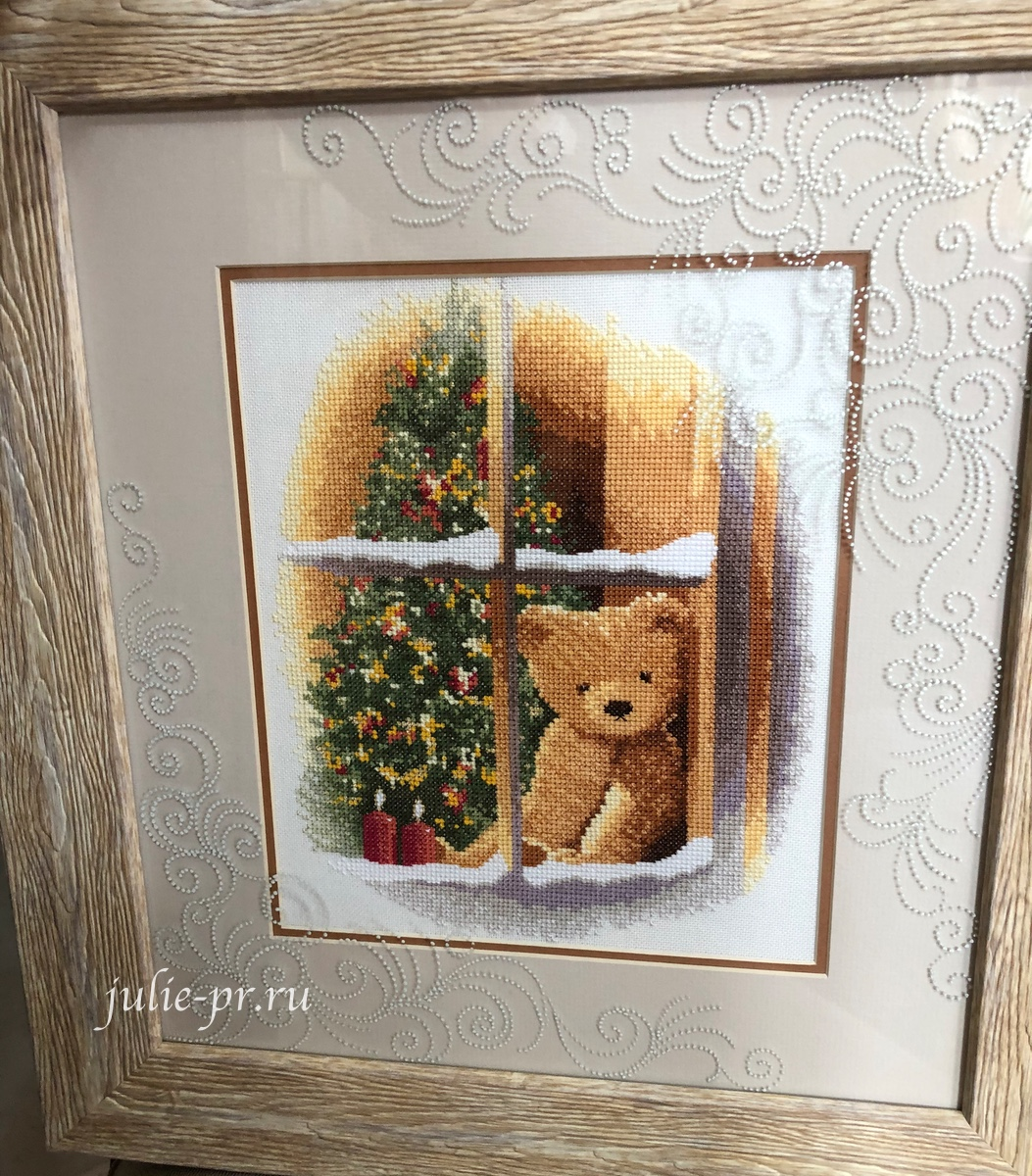William At Christmas Teddy Bear, Вильям на Рождество, вышивка крестом, Heritage, John Clayton, выставка Грани Джона Клейтона