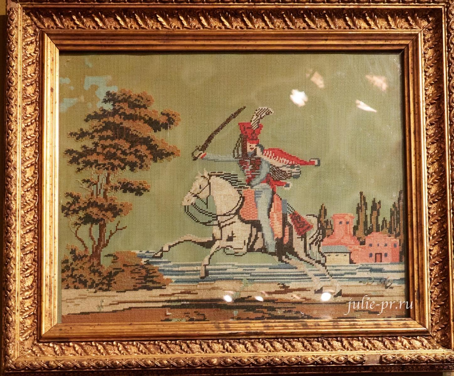 Гусар на коне, середина XIX в, Россия, вышивка шерстью и бисером по перфорированной бумаге, выставка Старинные вышивки