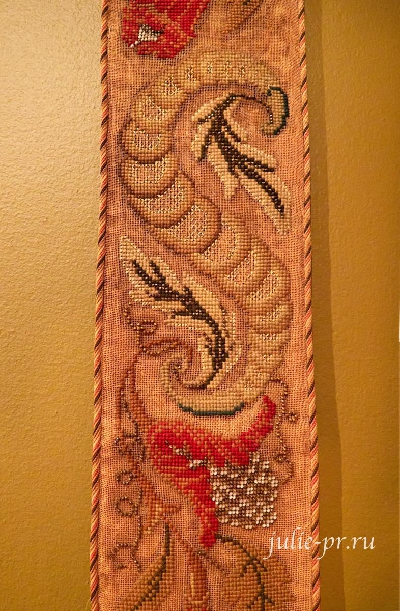 Сонетка, вышивка крестом и бисером по металлической сетке, выставка Старинные вышивки