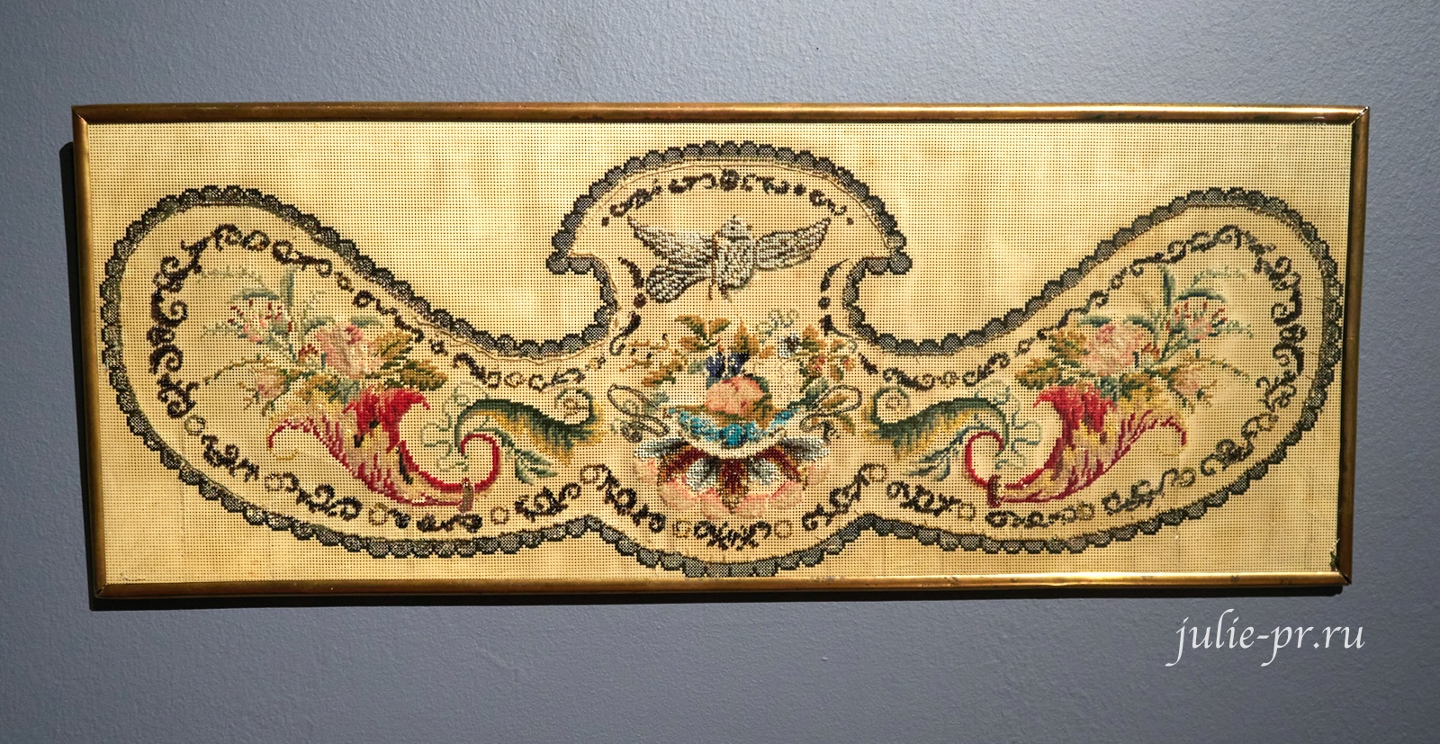 Панно, 1860-е гг, Россия, вышивка крестом и бисером на перфорированной бумаге, выставка Старинные вышивки