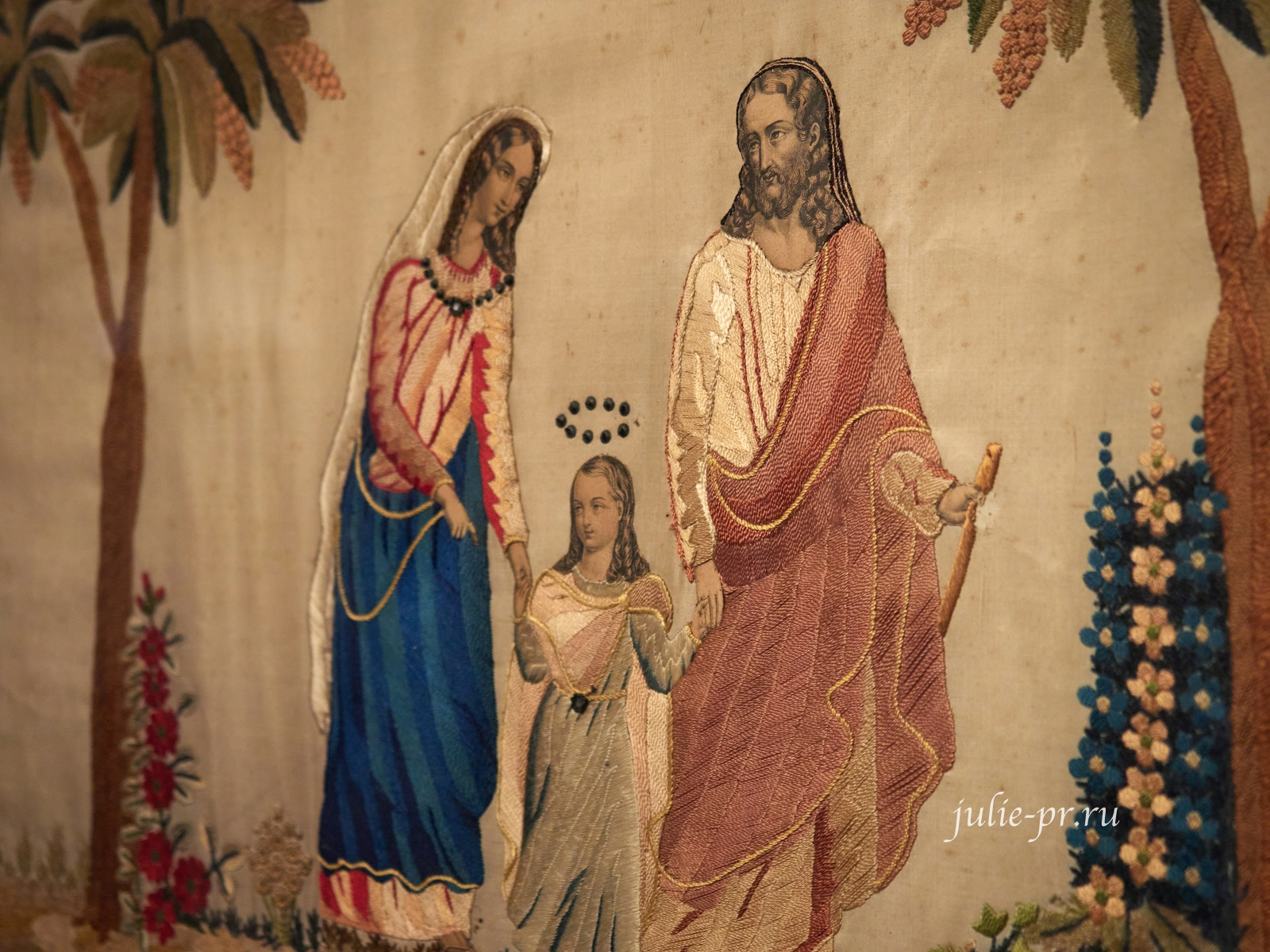 Святое семейство, 1830-е гг, Франция, вышивка гладью, выставка Старинные вышивки