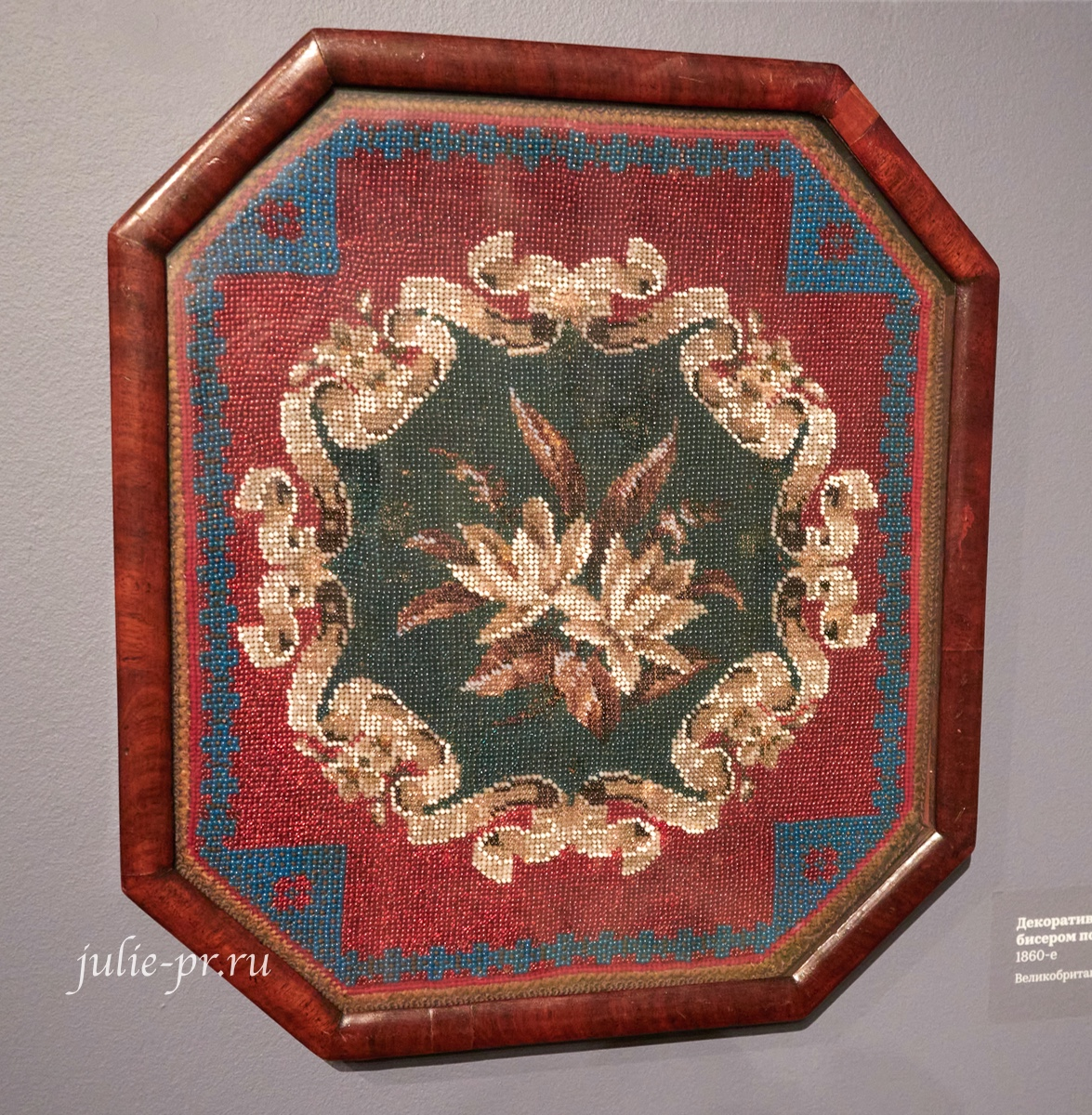 Вышивка для свечного экрана, 1860-е гг, Великобритания, вышивка венецианским бисером по канве, музей Тропинина, выставка Старинные вышивки