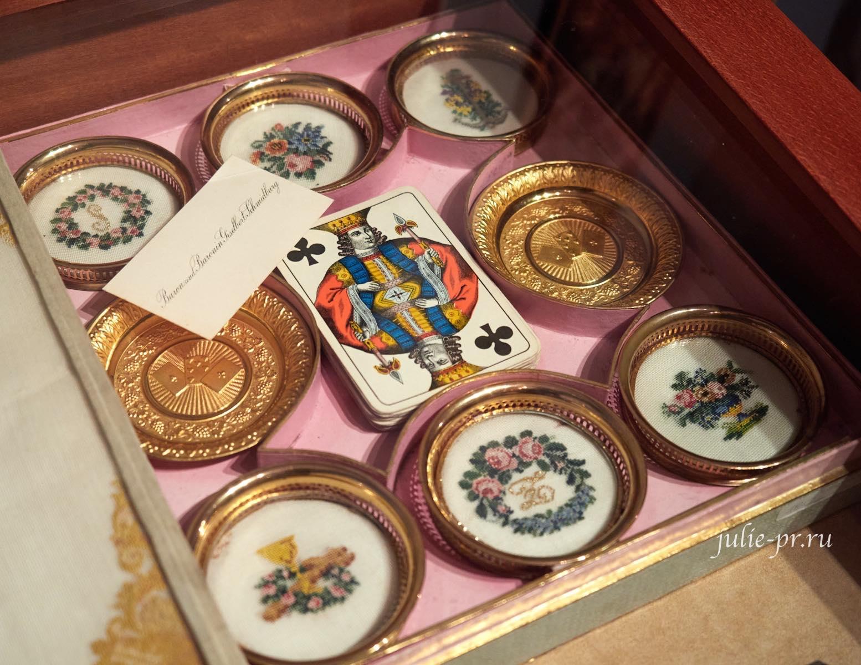 Набор для карточной игры, подстаканники с вышивкой petit point, 1840-е гг, музей Тропинина, выставка Старинные вышивки