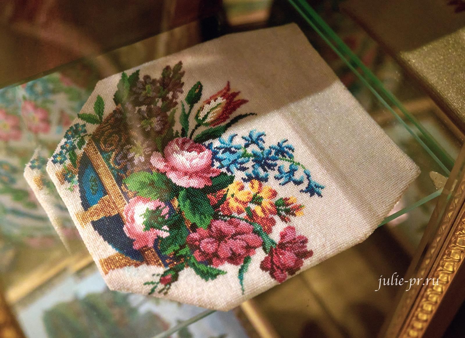 Лицевая сторона дамской сумочки, 1830-е гг, Россия, вышивка бисером, выставка Старинные вышивки