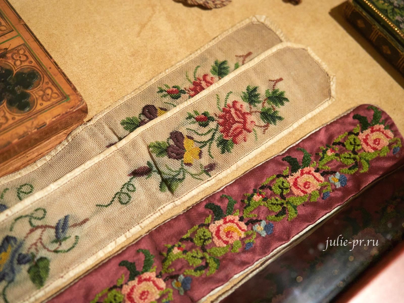Вышитые мужские подтяжки, 1820 — 1840-е гг, Франция, выставка Старинные вышивки
