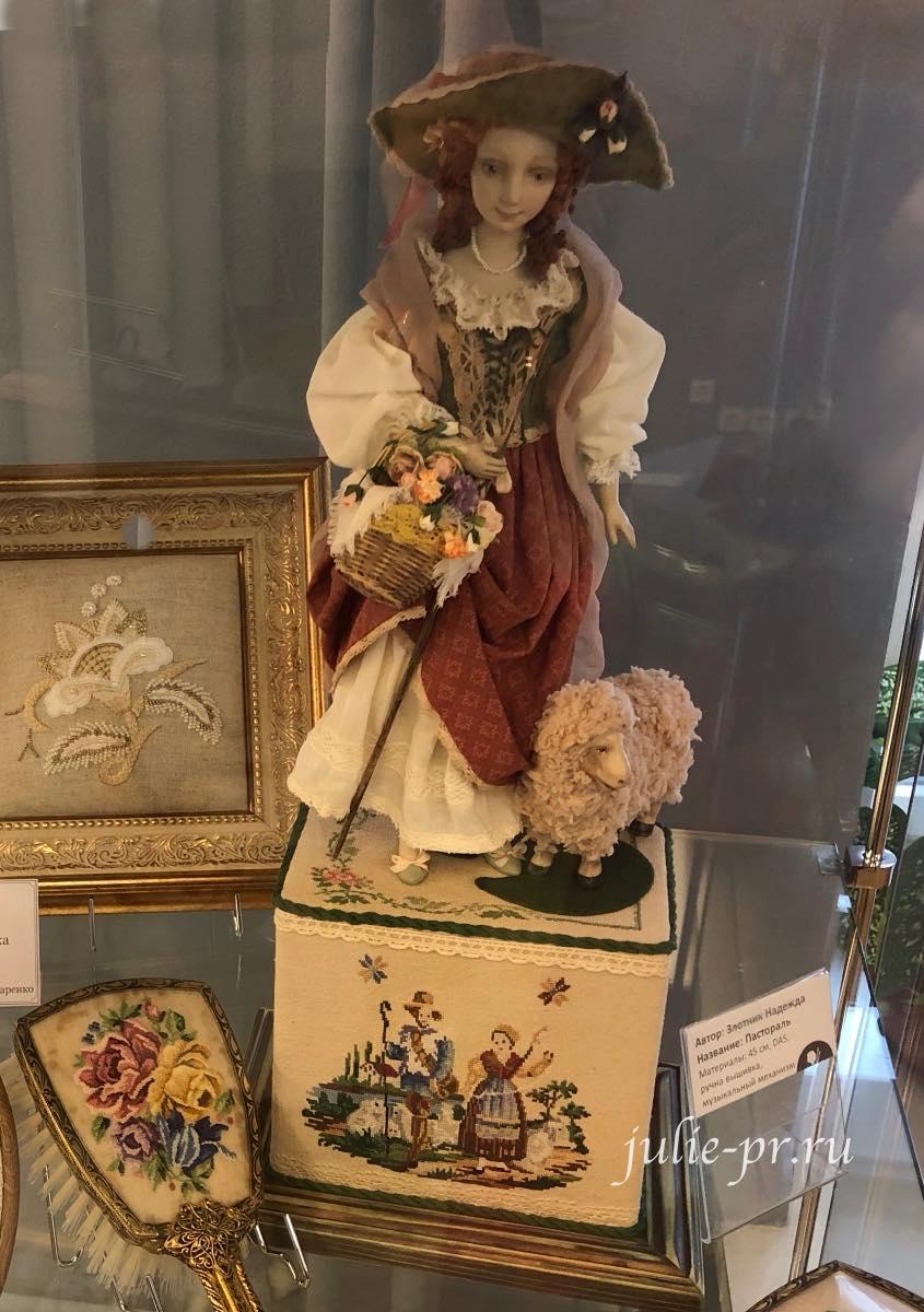 вышивка, petit point, вышивка крестом, берлинская вышивка, кукла, выставка жизнь прекрасна, la vie est belle