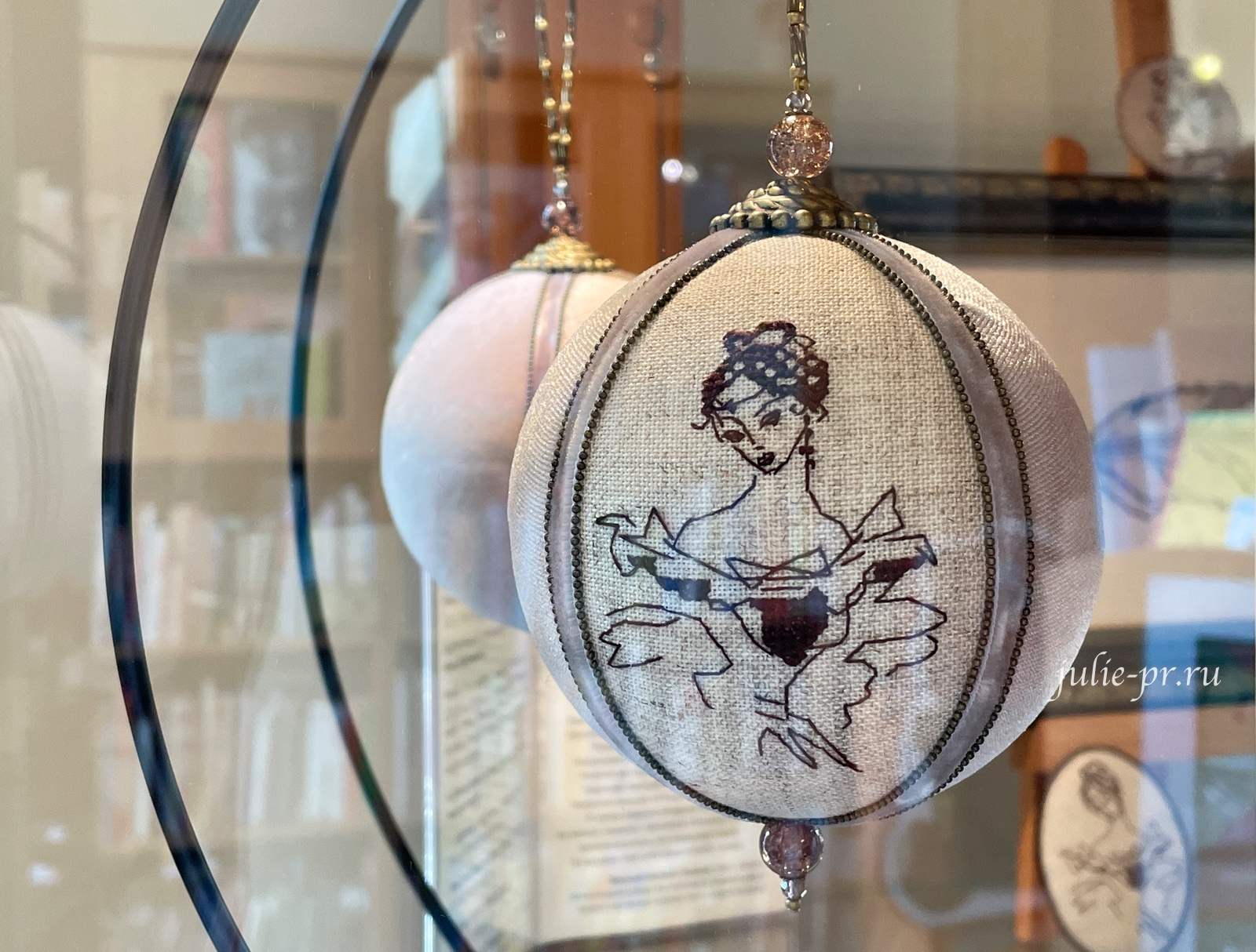 вышитые елочные шары, вышивка крестом, Пушкин, выставка Нам Пушкинских стихов звучал ноктюрн, Наталья Гончарова