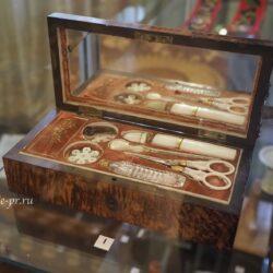 Выставка «Безделушки»: аксессуары для рукоделия XIX века