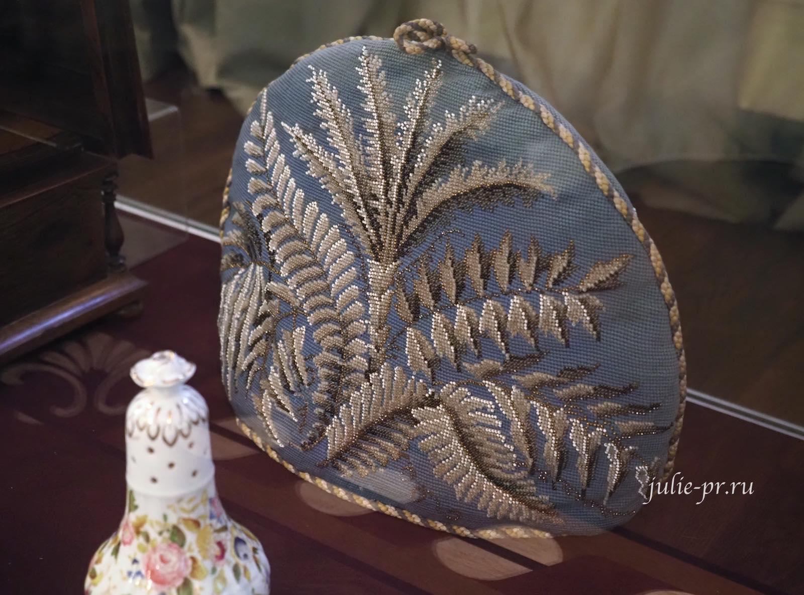 «Покрышка» для заварочного чайника, вышивка бисером, Англия, середина XIX в.