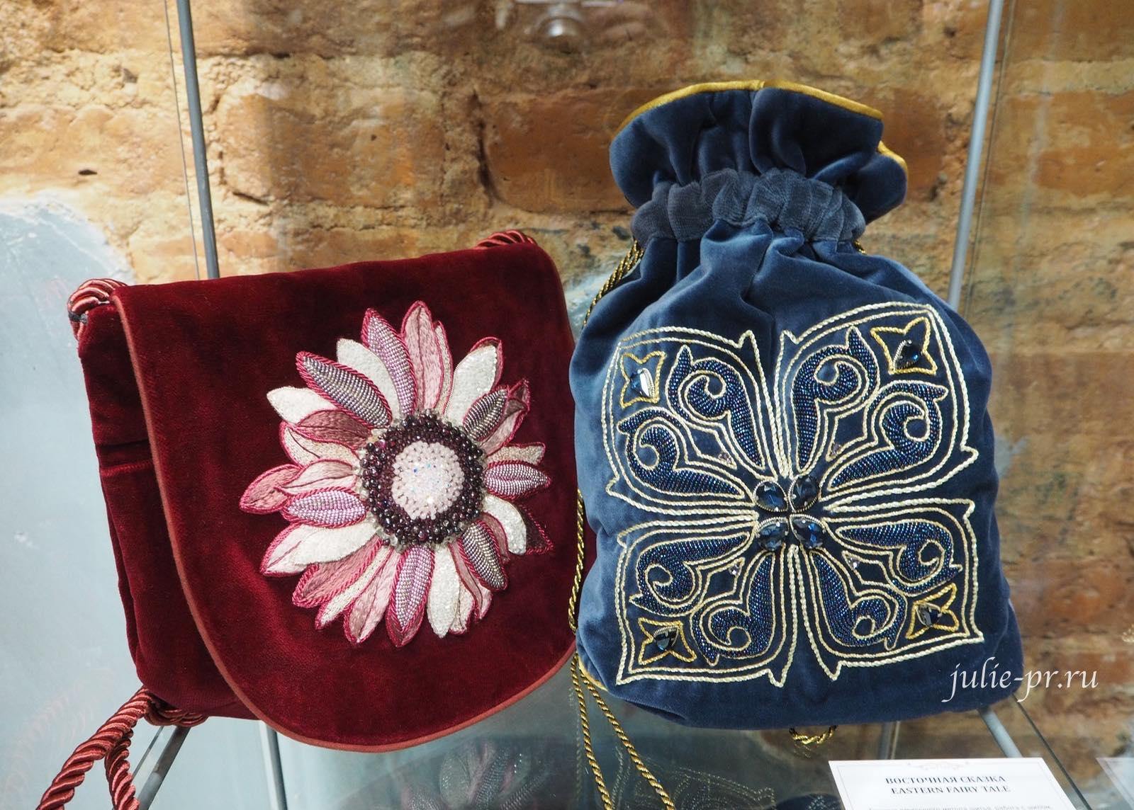 сумка, Выставка Цветная матрица мечты, Музей Русский Левша, вышивка, Санкт-Петербург